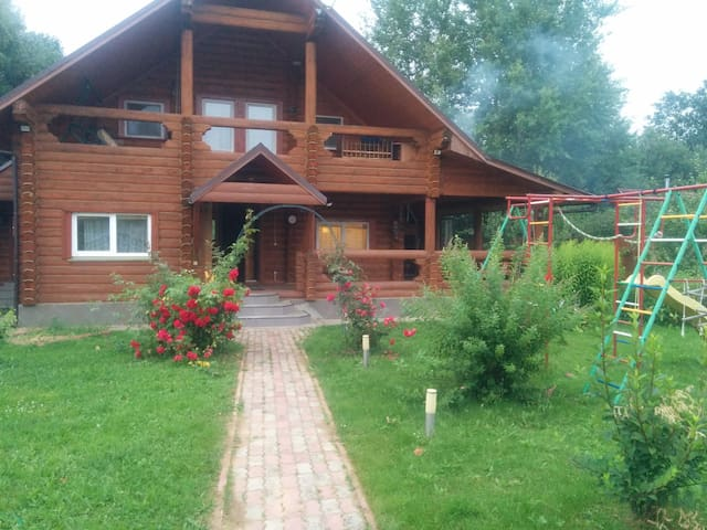 Izumrudnoye 154 (Emerald log cabin)
