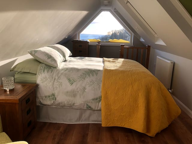 EnSuite Attic Room with fabulous sea view
