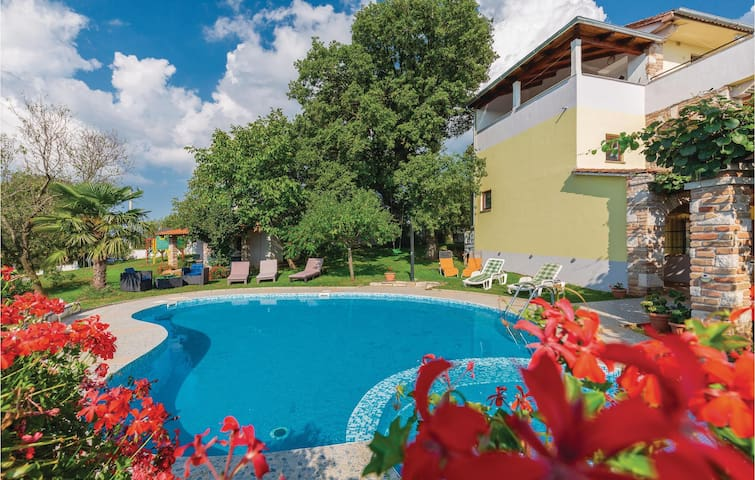 Holiday apartment with 2 bedrooms on 61m² in Veli Jezenj