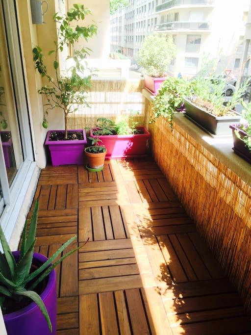 Balcony (1/2)