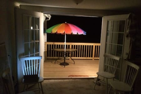 Wolcott Beach Cottage - Middletown - Bungalow