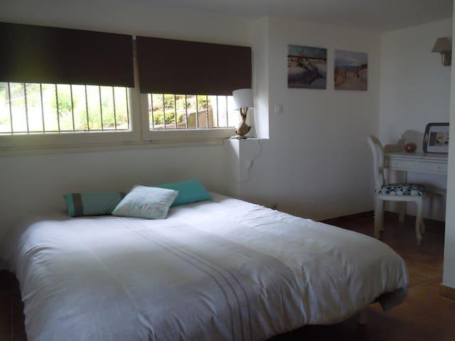 Appartement avec vue exceptionnelle piscine, tenis - Laroque-des-Albères - Casa