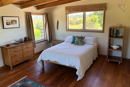 Spacious, quiet room in rural area near Hokitika