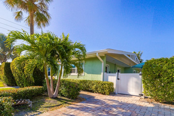 Duplex w/ shared heated pool & terrace - one block to the beach!