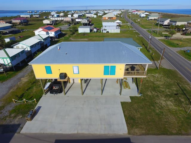 Thin Blue Line is a 4 br with Beach Access and Gulf View in Grand Isle - Grand Isle - Casa