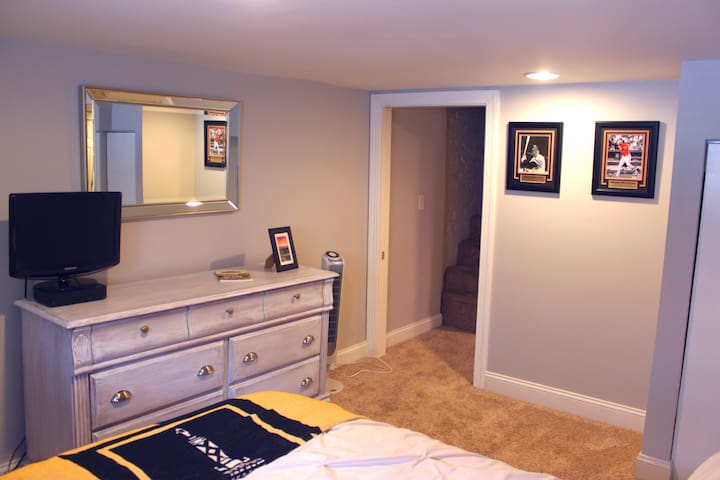 Private Bed/Bath in Canton w/ Rooftop Deck