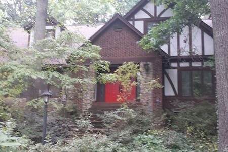 BMX Special - 3 BR in Upstairs English Tudor Home - Entire Floor