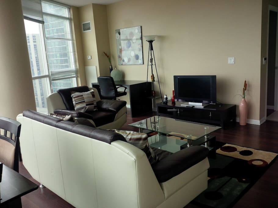 Spacious 2 Bedroom Downtown Condo Apartments For Rent In Toronto Ontario