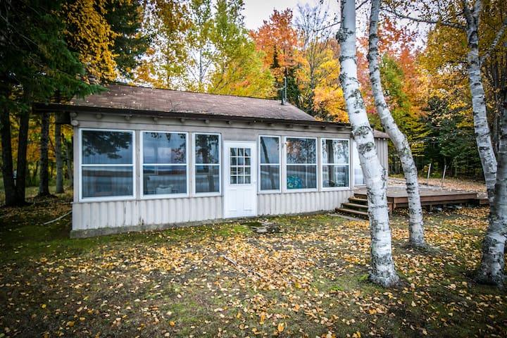 Lakefront Cottage - 2bd + loft
