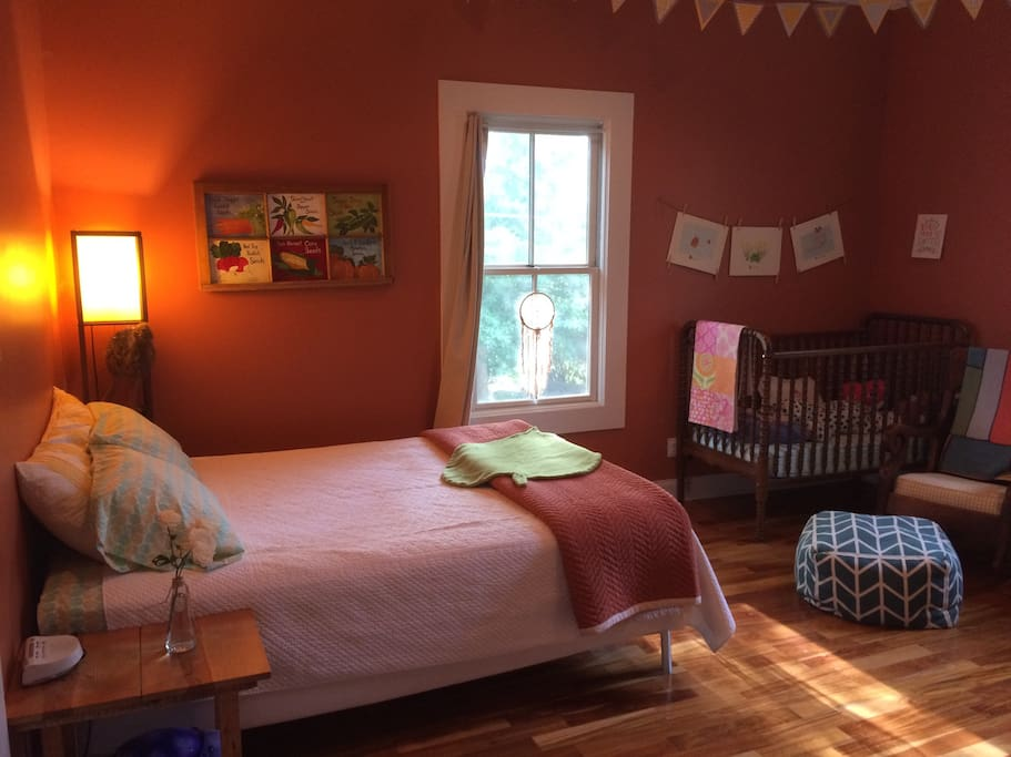 Kids room with queen bed and crib.