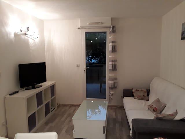 Joli appartement 35m2 à Vourles avec jardin