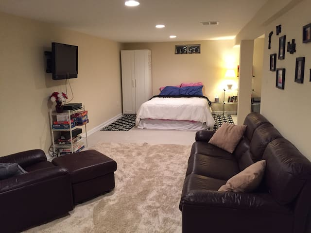 Huge basement bedroom and private bath near NYC!