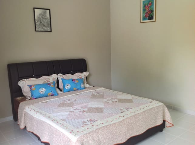 1 Queen Bed House|Pool|Kapal Terbang Guest House