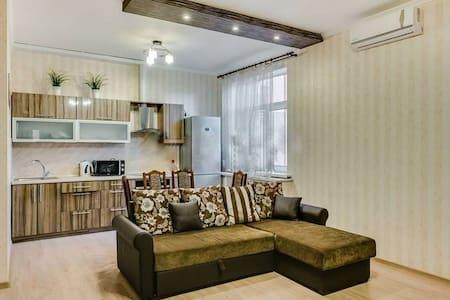3 ком. квартира класса VIP - Rostov - Apartment