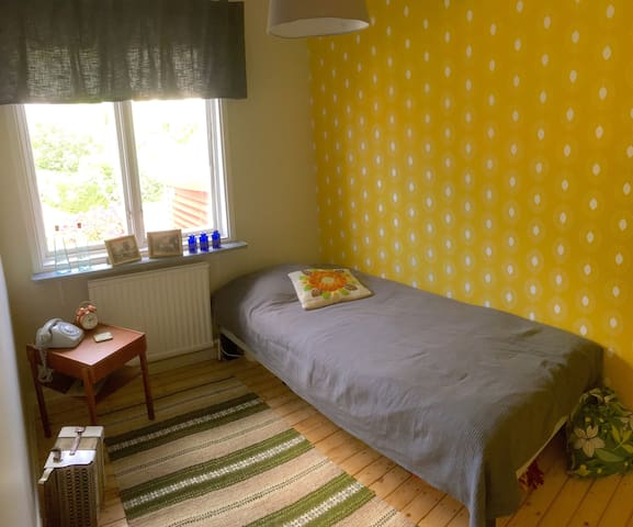 Single bedroom, free parking, 15min to city centre