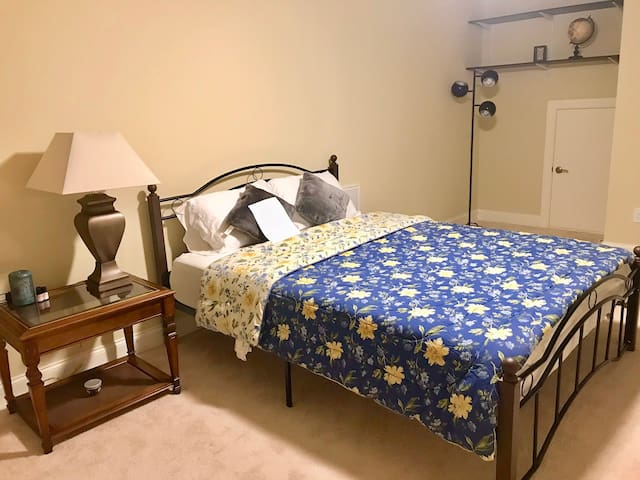 Large private bedroom+study area+private bathroom