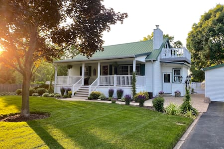 Country Home - Great Lakes Naval Base & Six Flags