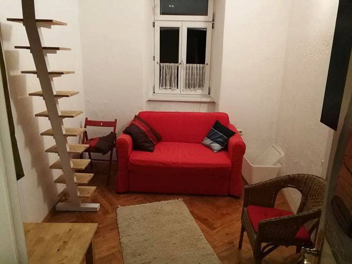 Small, simple room in cosy flat in old townhouse