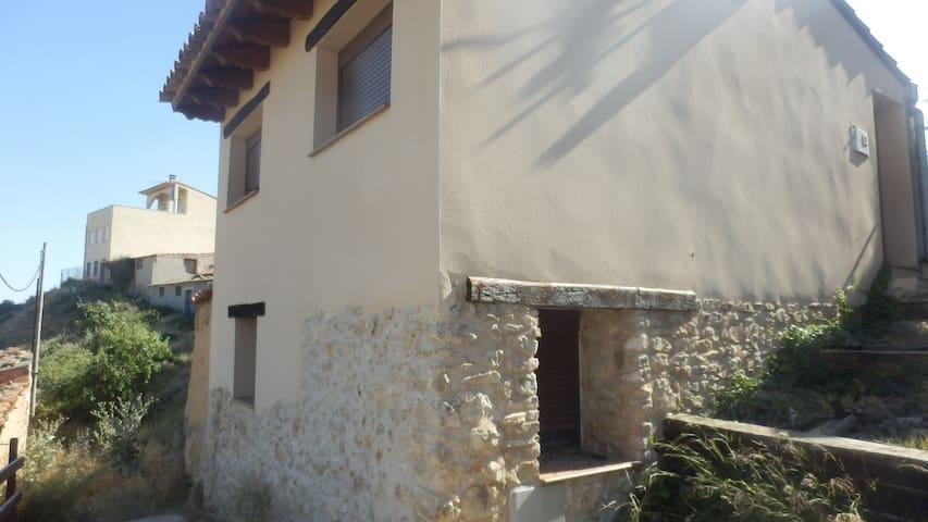 Preciosa casa con bonitas vistas del Maestrazgo - Castellote - Hus