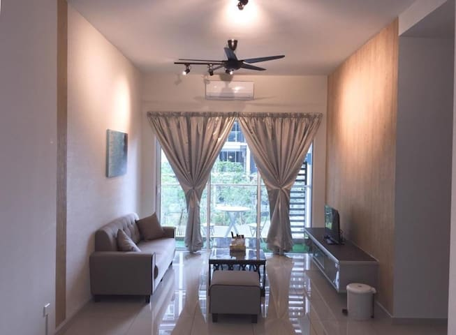 Parkland Residence@Triple D Homestay_Pool View