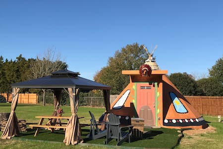 Buffalo Knights Tipi w/ pool access