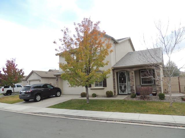 Great home in South Reno! - Reno - Rumah