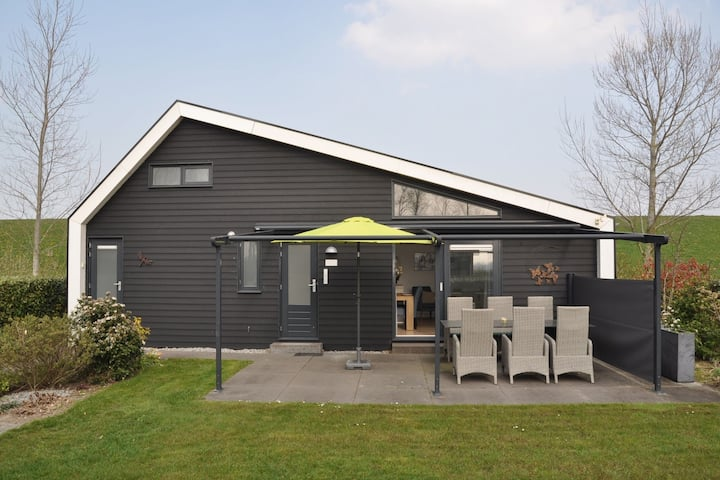Attractive holiday home with wonderful garden near the Eastern Scheldt