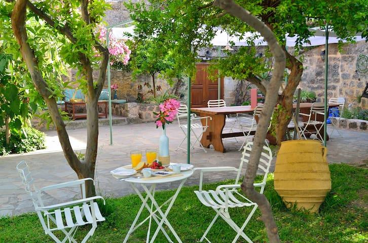 Aria di Rodi - Private Garden Apts -Medieval Town