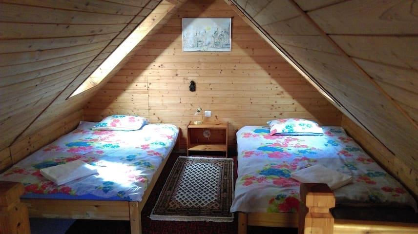 sypialnia łóżka pojedyncze