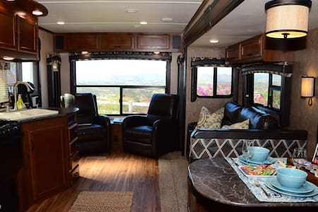 Temecula Wine Country - Hilltop Luxury RV - Temecula