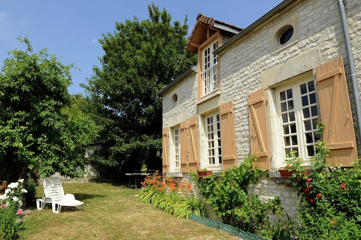 Romantic gîte in quiet village for Champagne lovers