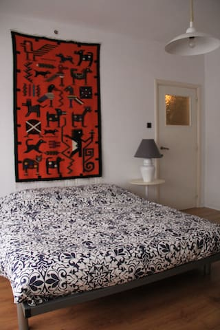 Spacious room in quiet house. - Kortrijk - House