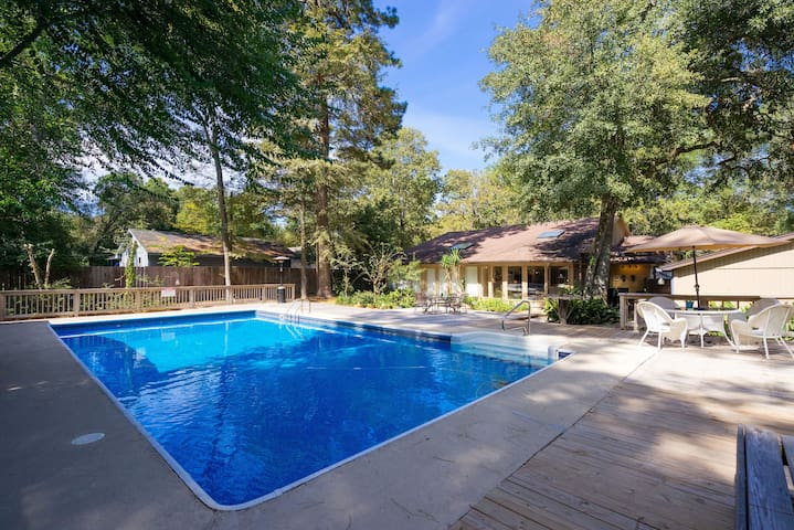 Spacious home with large private pool, no parties