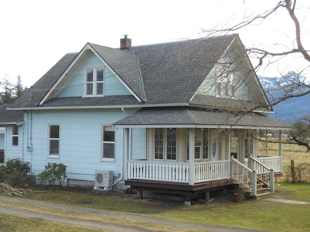 Family Farmhouse - Sedro-Woolley - Huis