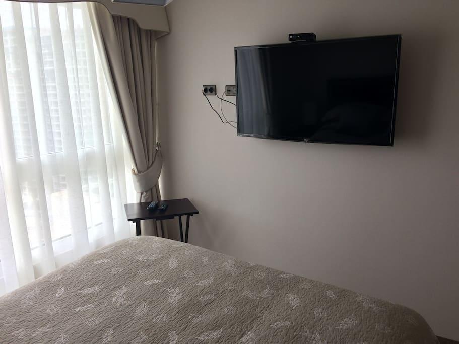 Dormitorio Principal equipada con TV / Main Bedroom equiped with TV