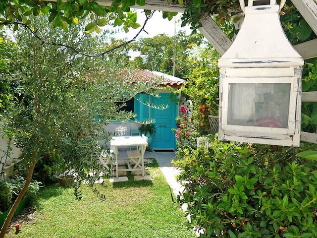 Stylish & quiet studio with garden. - Nea Filadelfeia  - Dom