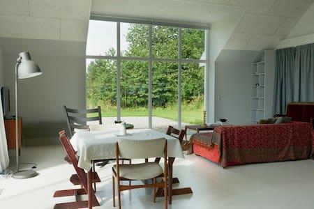 120 m2  Studio apartment in idyllic countryside - Vejle - Apartamento