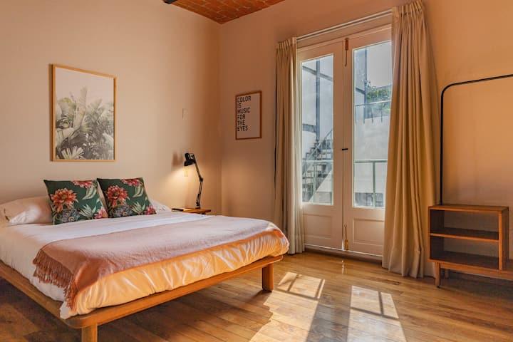 Espaciosa Suite en Casa DISEÑADA con balcón