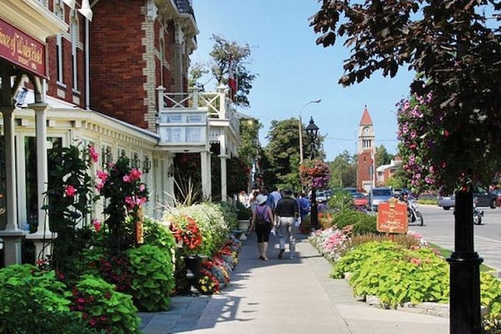 Niagara on the lake downtown