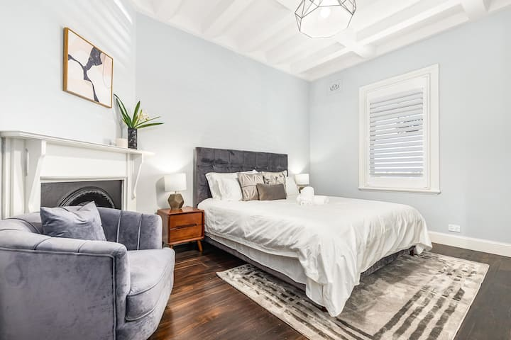 Stunning Two Bedroom in Millers Point