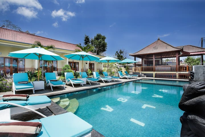 Deluxe Room Pool View at Bali Nusa Villa Lembongan
