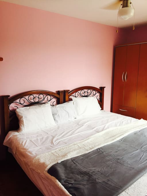 1 King size bed or 2 Twin beds