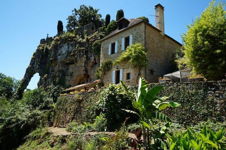 Charming villa next to chateau de Montfort
