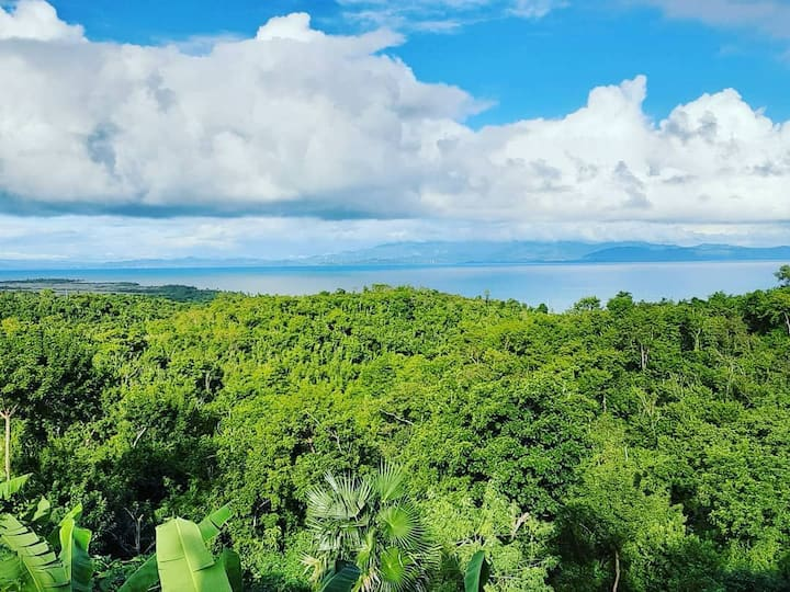 Hilltop retreat in Vieques close to Airport.