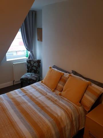 2 Dormer Bedrooms in Quiet Terrace
