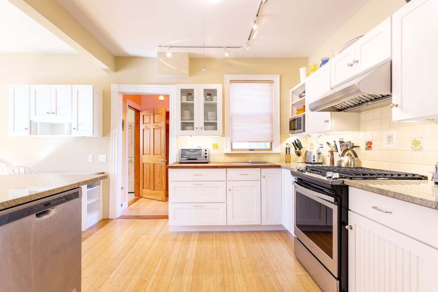 Newly renovated house and kitchen with top of the line appliances ready for your vacation!