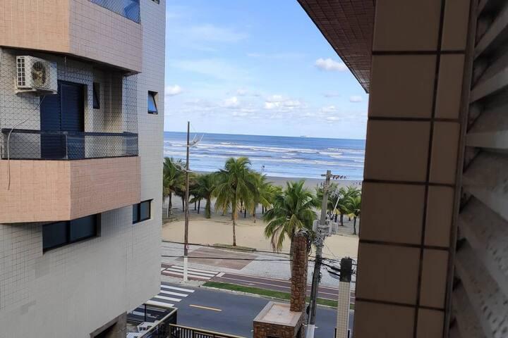Apartamento pé na areia de frente para a praia