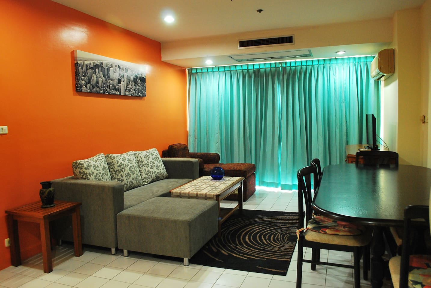 A 110 sqm 2 bedroom with a nice living room and 2 bathrooms