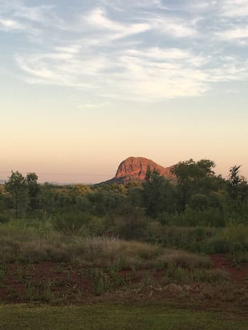 Panoramic Views over Elephant Rock sleeps 2