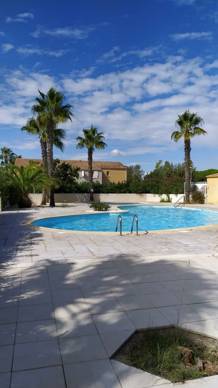 Pavillon dans résidence 400 m   mer avec piscine